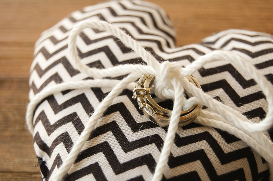 chevron printed ring cushion