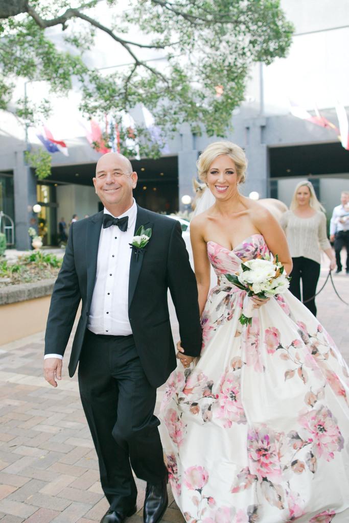 wedding bride and daughter